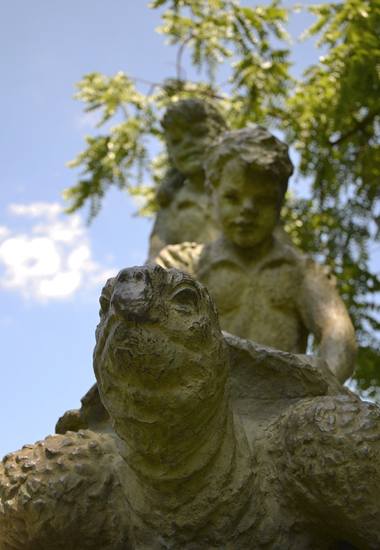 Park Schloss Köpenick, Walter Lerche, Kinder mit Schildkröte
