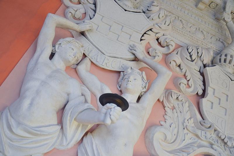 Wappensaal, Kunstgewerbemuseum Schloss Köpenick, Pilaster-Hermen