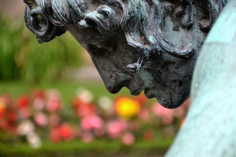 Neuer Garten, Potsdam, Narzissbrunnen von Hubert Netzer im Prinzenhof von Schloss Cecilienhof, Fabian Fröhlich