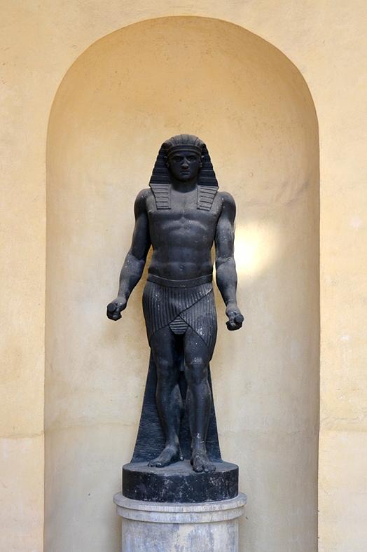Ägyptischer Gott von Johann Gottfried Schadow vor der Orangerie, Neuer Garten, Potsdam, Fabian Fröhlich