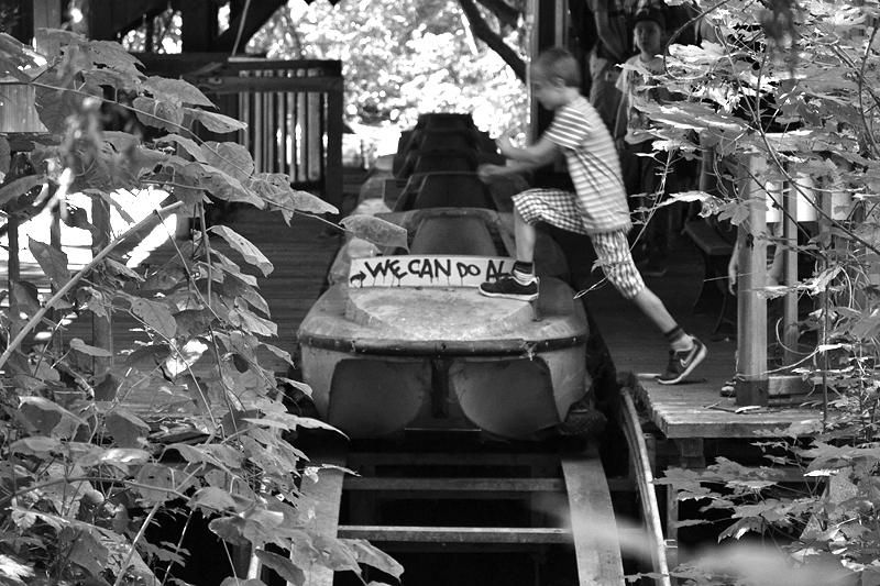 """Spreepark Plänterwald im Herbst, Wildwasserbahn """"Grand Canyon"""", Fabian Fröhlich"""