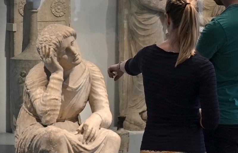 Berlin, Antikensammlung, Altes Museum, Trauernde Dienerin aus Menidi