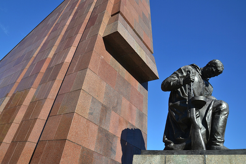 Soldat Skulptur, Sowjetisches Ehrenmal, Berlin Treptow Park