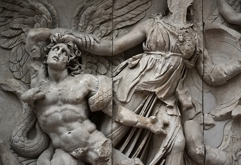 Berlin, Pergamonmuseum, Alkyoneus und Athena am Ostfries des Pergamonaltars