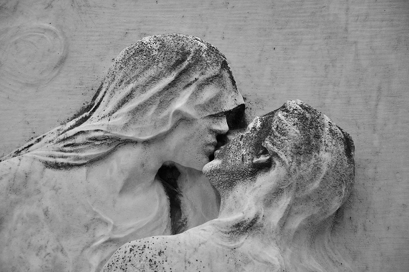 Venice, Isola di San Michele, Relief, Kiss