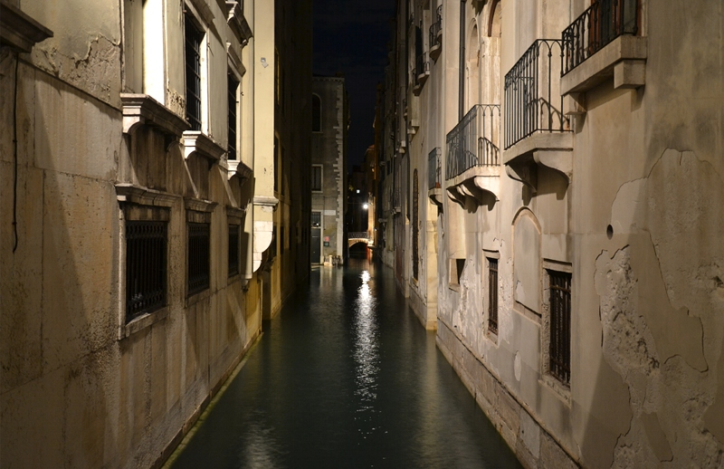 Venice at Night, Canale