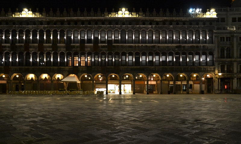 Venice at Night, Piazza San Marco, Procuratie Vecchie