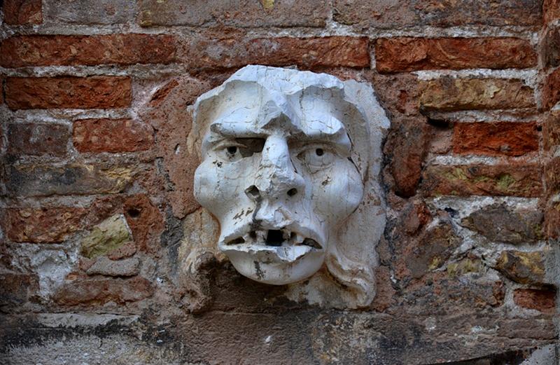 Venezia, Campo San Trovaso, Head on the Wall