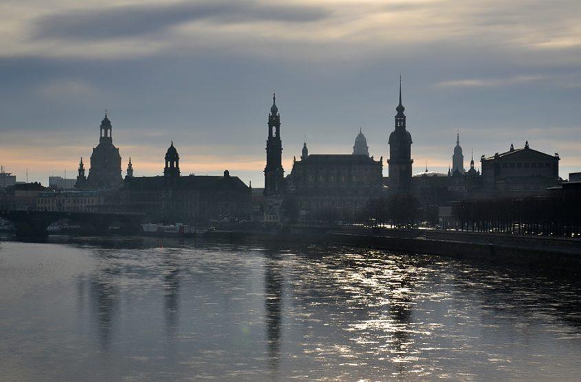 Dresden, Blick von der Marienbrücke zur Silhouette der Altstadt