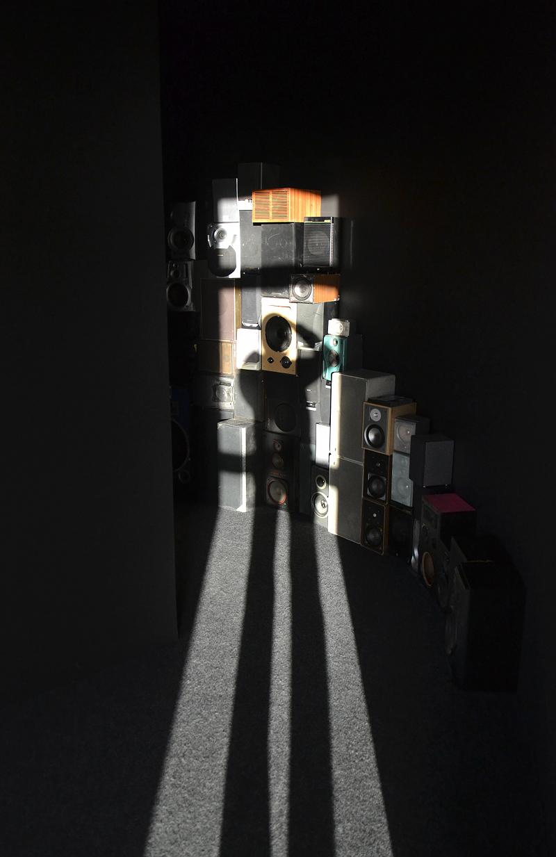 Museum Angewandte Kunst, Frankfurt, Installation von Garland Coo (Ausstellung Draußen im Dunkel. Jenseits der Mode)