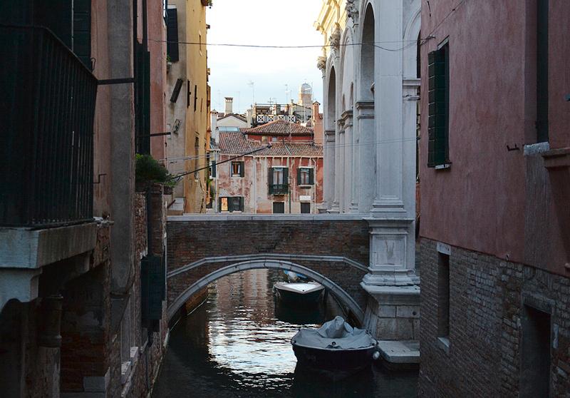 Venezia, Rio de la Frescada, Ponte de la Scuola