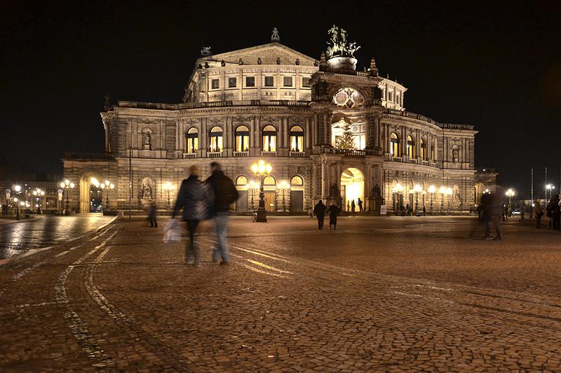 Semperoper bei Nacht, Dresden, Theaterplatz