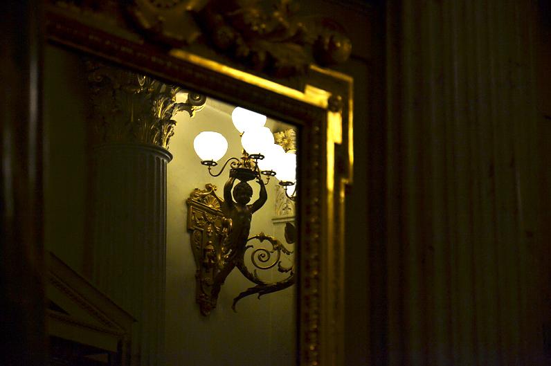 Semperoper, Dresden, Wandleuchter zum Foyer