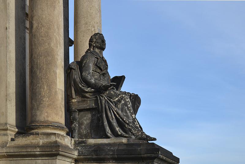 Semperoper, Dresden, Schiller Statue von Ernst Rietschel