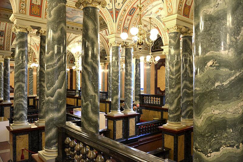 Semperoper, Dresden, Säulenhalle