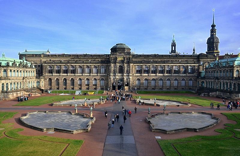 Zwinger Dresden, Blick vom Kronentor zur Sempergalerie