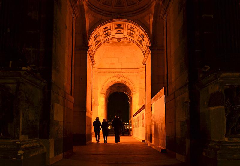 Zwinger Dresden, Durchgang in der Sempergalerie bei Nacht