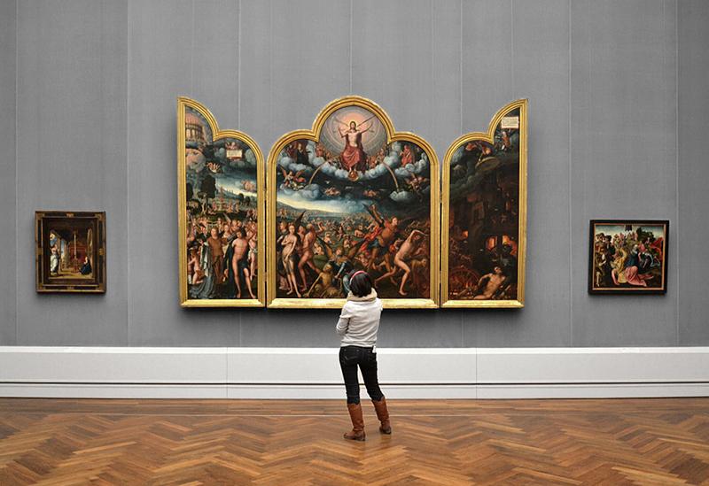 Besucher in der Gemäldegalerie Berlin, Jean Bellegambe, Triptychon mit dem jüngsten Gericht