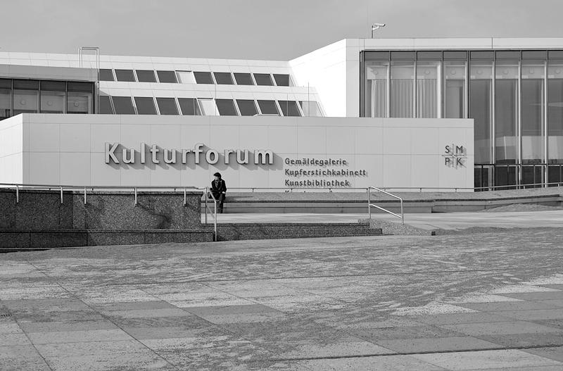 Eingang Kulturforum Berlin und Piazetta, Fabian Fröhlich