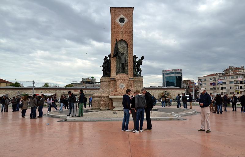 Istanbul, Taksim Meydanı, Cumhuriyet Anıtı