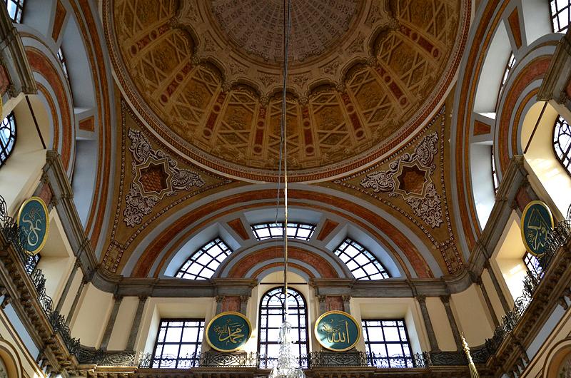 Beşiktaş, Kuppel er Dolmabahçe-Moschee