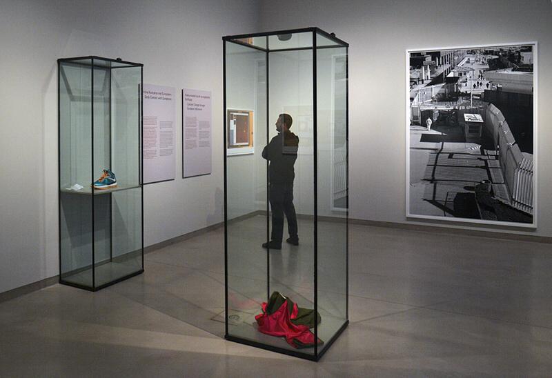 8. Berlin Biennale, Museen Dahlem, Wolfgang Tillmans, Installation Eastern Woodlands Room