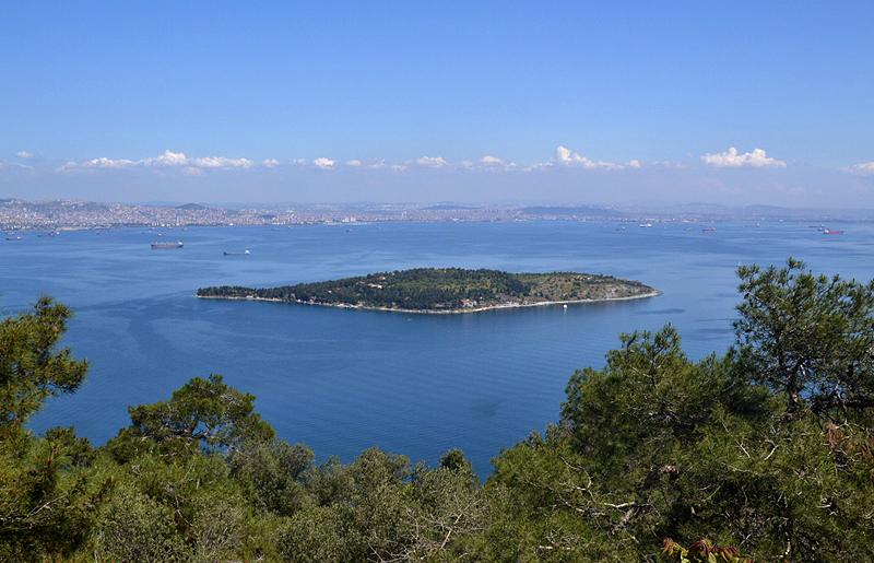 Istanbul, Prinzeninseln, Blick von Büyükada nach Sedef Adası