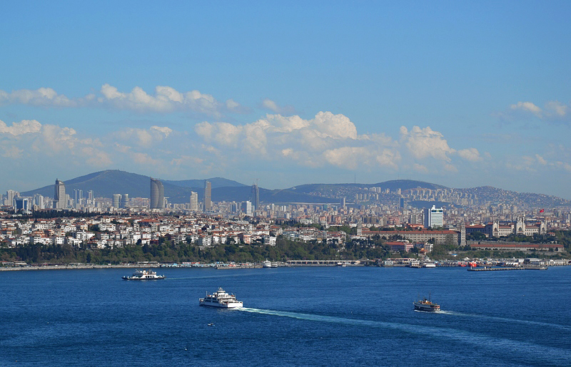 tanbul, Blick vom Topkapi-Palast über den Bosporus nach Üsküdür