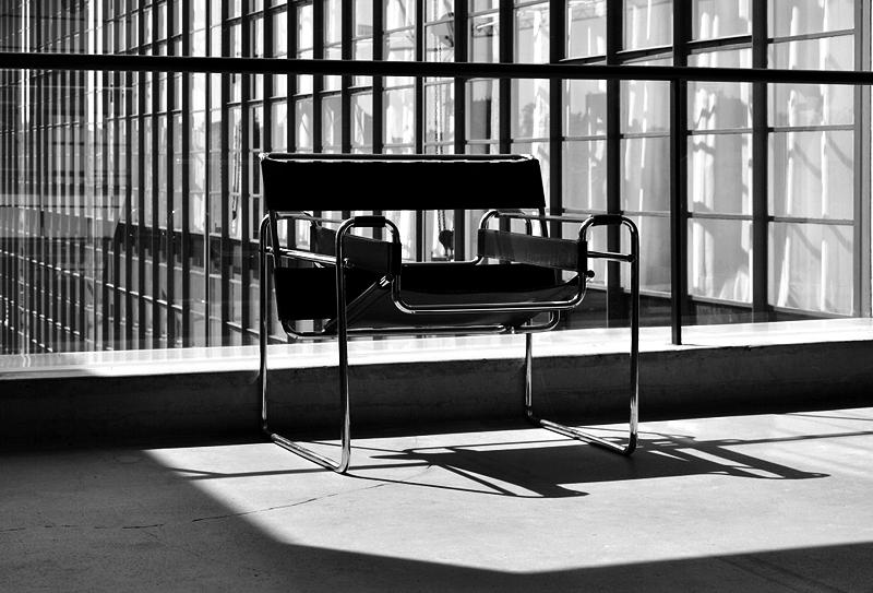 Bauhaus Dessau, Stahlrohrsessel B3 von Marcel Breuer