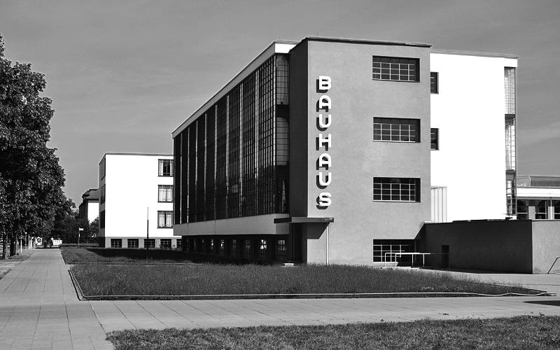 Bauhaus Dessau, Werkstatt, Fassade mit Schriftzug