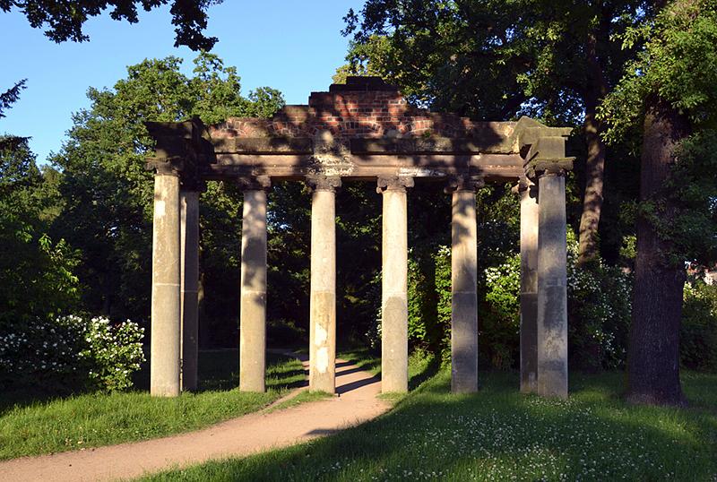 Sieben Säulen, Georgium Dessau