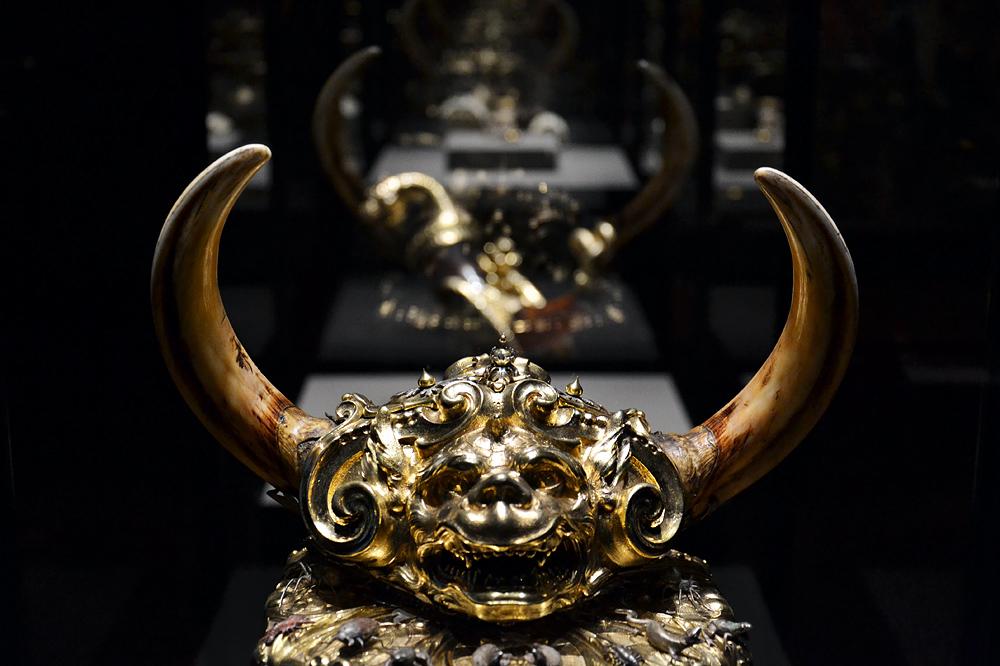 Kunstkammer Wien, Deckelpokal mit Rhinozeroshorn und Warzenschweinhauern