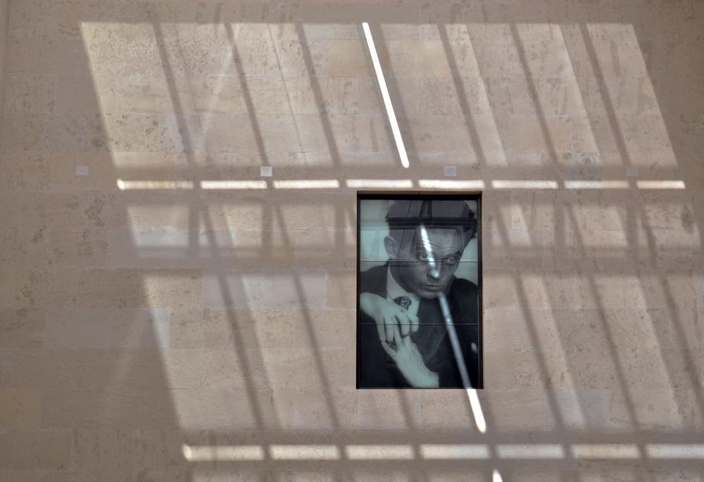 Schiel Porträt im Innenhof im Leopold Museum, Wien