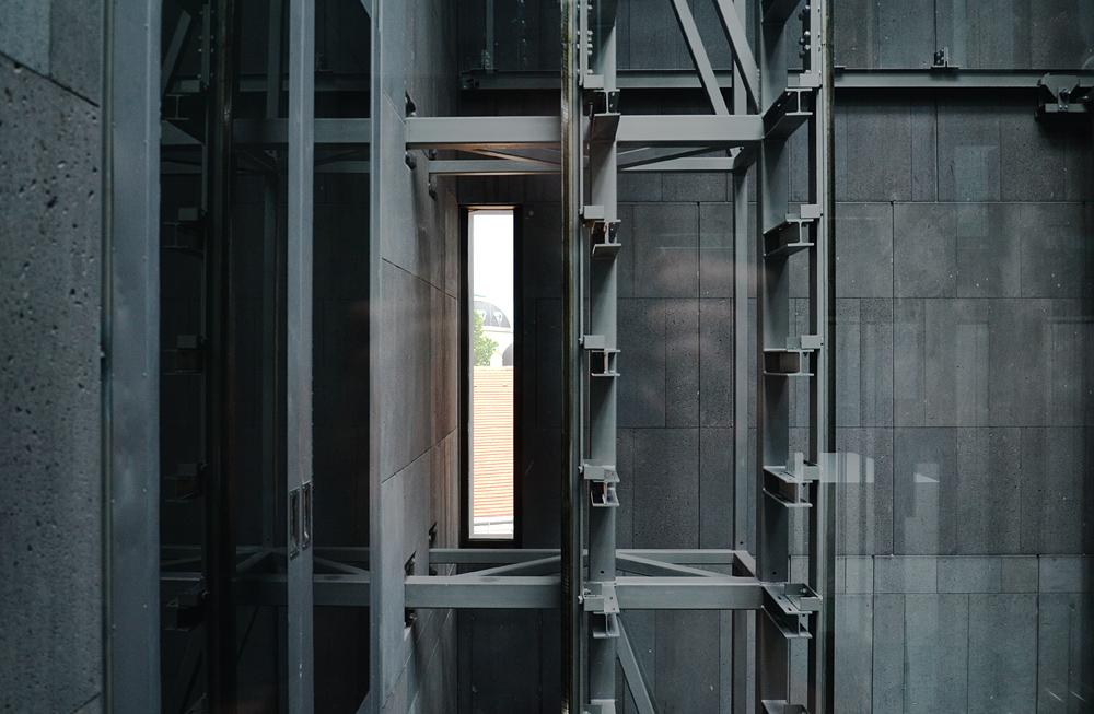 mumok Wien, Aufzug und Treppenhaus