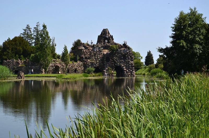 Vesuv auf der Insel Stein im Wörlitzer Park