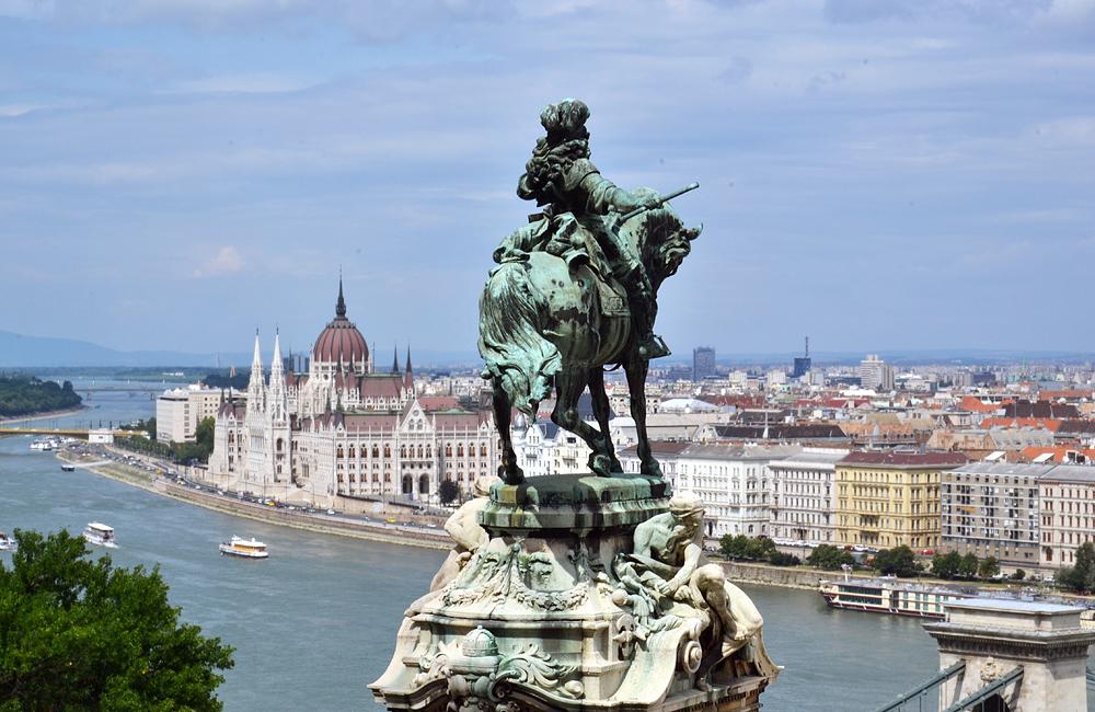 Budavári palot Budapest, Reiterstandbild Prinz Eugens von Savoyen vor dem Burgpalast