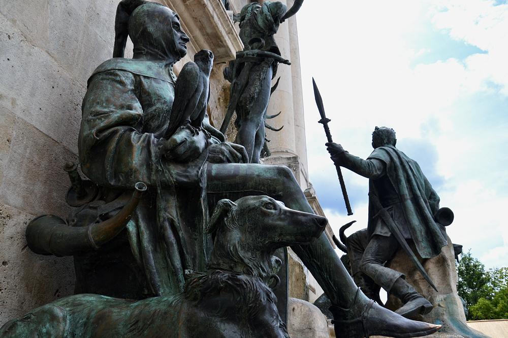 Matthiasbrunnen von Alajos Stróbl im Burgpalast Budapest
