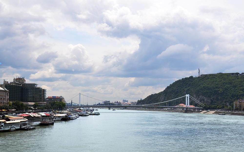 Blick von der Kettenbrücke zur Freiheitsbrücke