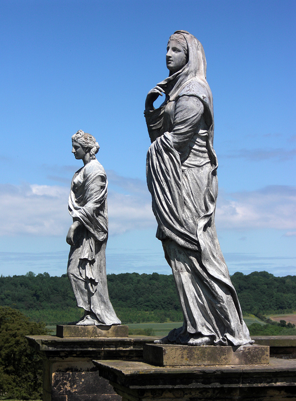 Castle Howard, Temple of the Four Winds, Statuen