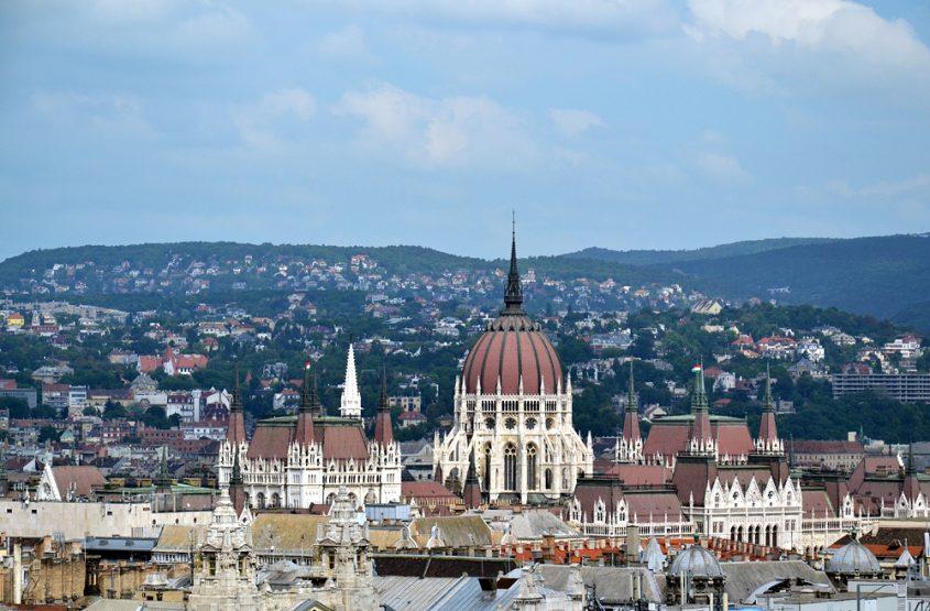 Blick von der St-Stephans-Basilika zum Parlament
