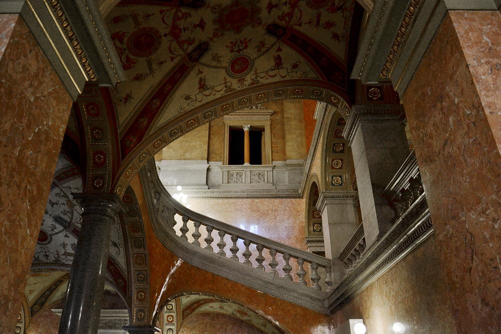 Treppe in der Staatsoper Budapest ( Operaház)