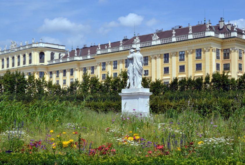 Schloss Schönbrunn, Skulptur Alexander und Olympias