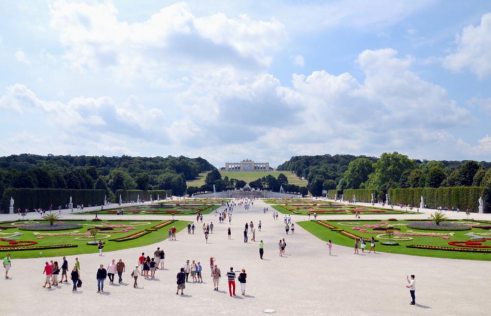 Schloss Schönbrunn, Blick vom Schloss zur Gloriette