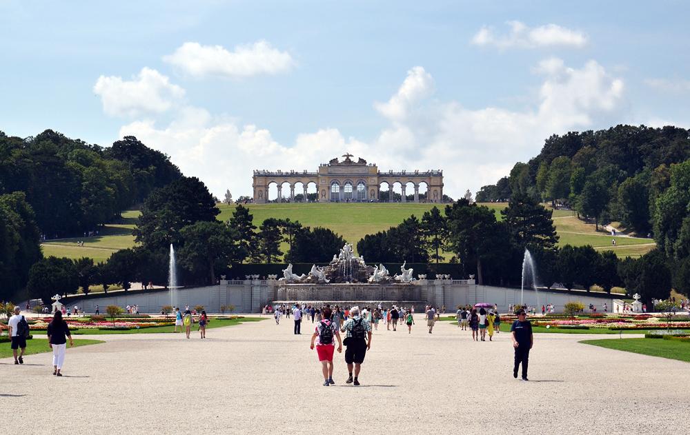 Schloss Schönbrunn, Großes Parterre und Gloriette