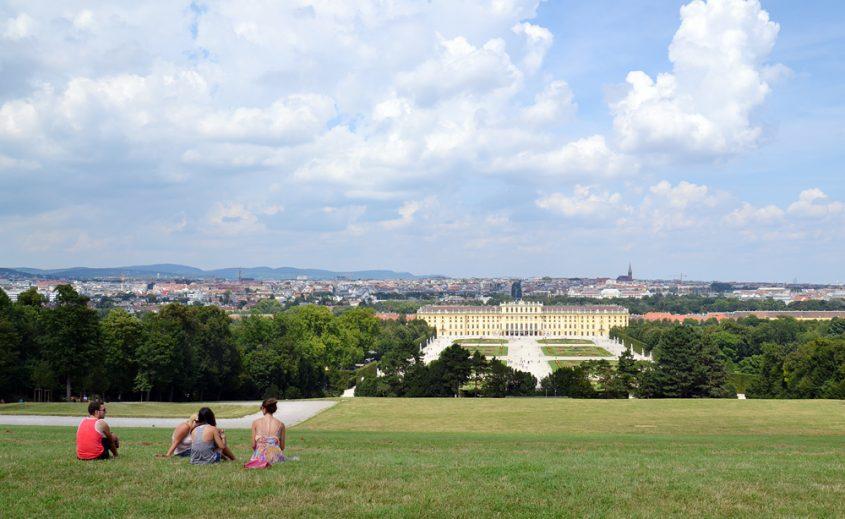 Schloss Schönbrunn, Blick vom Schönbrunner Berg zum Schloss