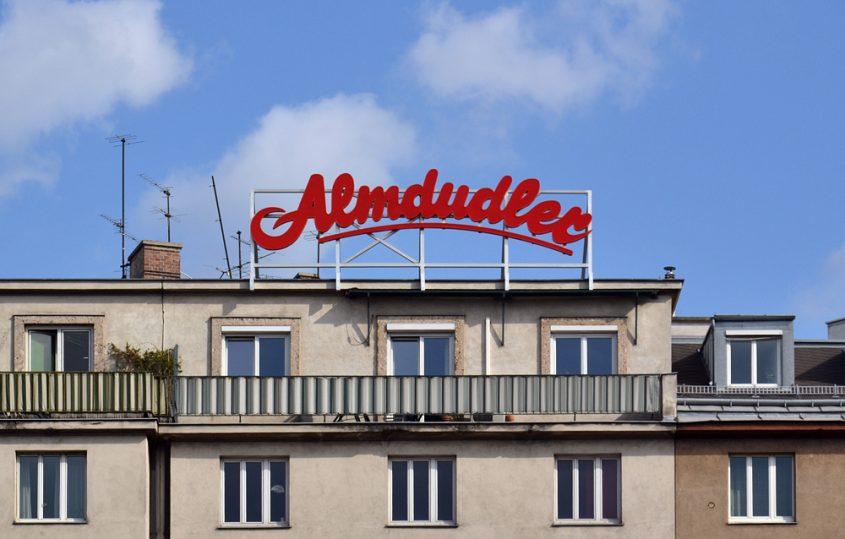 Almdudler-Werbung am Naschmarkt Wien