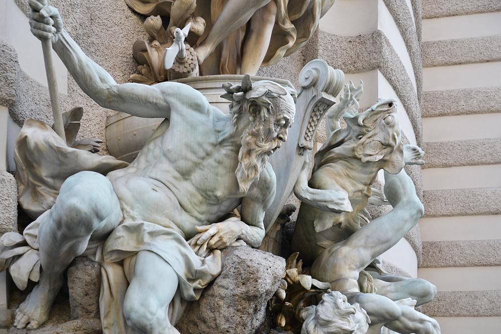 Brunnen Die Macht zu Wasser von Rudolf Weyr am Michaelertrakt der Hofburg