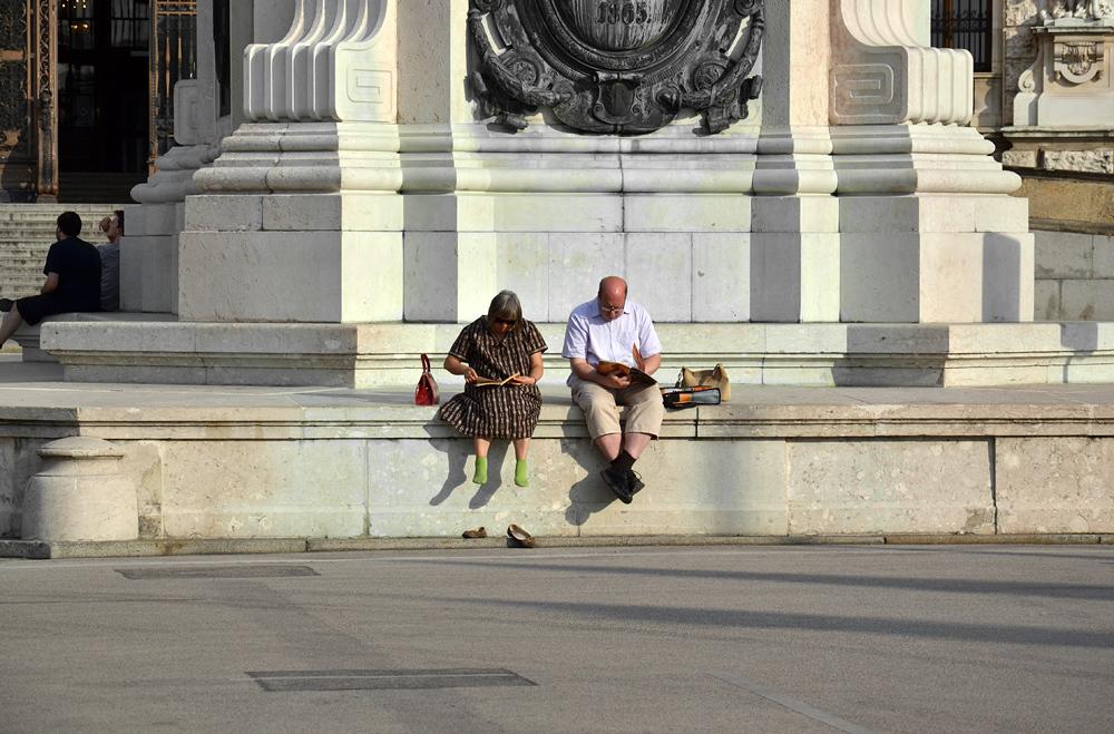 Touristen am Prinz-Eugen-Reiter-Denkmal von Anton Dominik Fernkorn