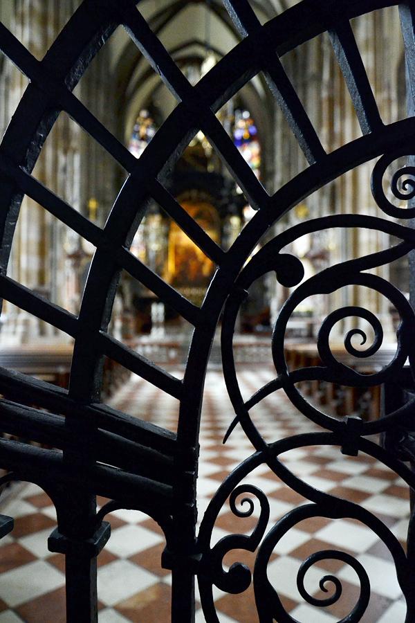 Schmiedeeisernes Gitter im Stephansdom Wien