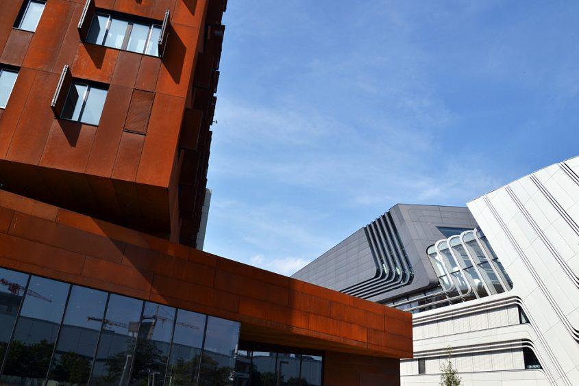 WU Campus, TC/D1: Hörsaalzentrum und Departments (BUSarchitektur ZT GmbH, Wien) / LC: Learning Center (Zaha Hadid Architects, Hamburg)